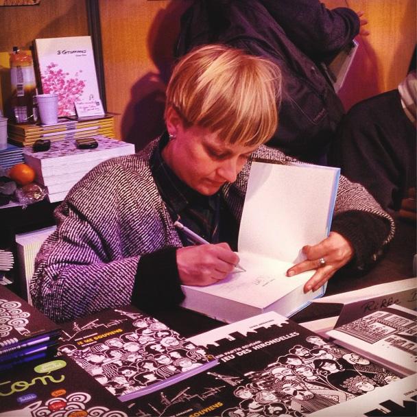 Rikke Bakman signerer den franske Glimt