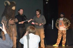 Et monster, John Kenn Mortensen, Mikkel Ørsted Sauzet og Anders Lund Madsen (foto: Henrik Maegaard)